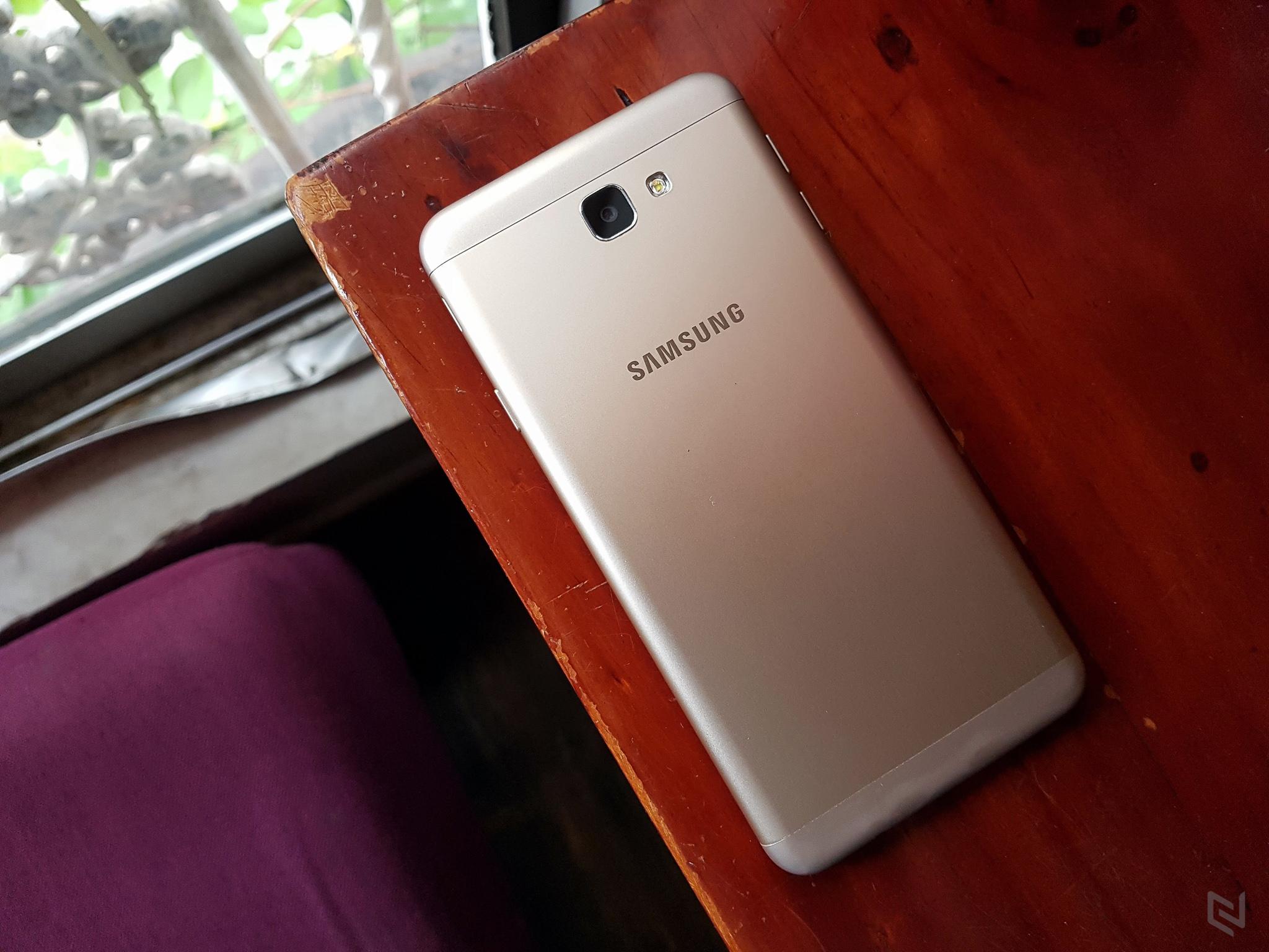 Cận cảnh Galaxy J7 Prime có cảm biến vân tay chuẩn bị lên kệ