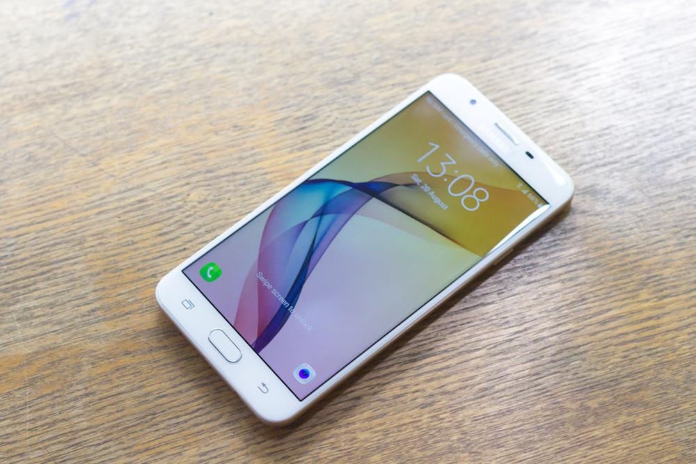 Cận cảnh Galaxy J7 Prime: cảm biến vân tay, giá dưới 7 triệu