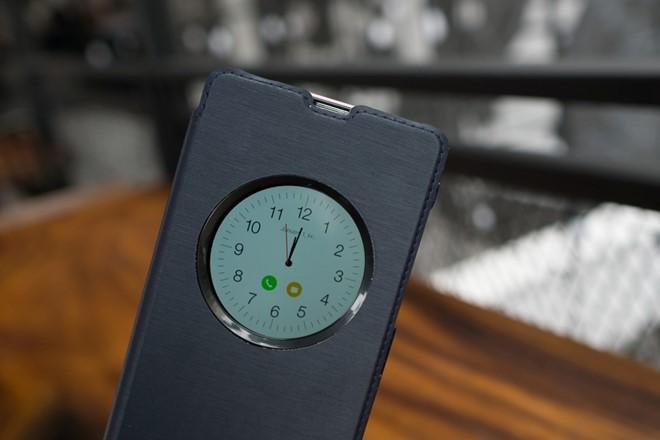 Cửa sổ S View với giao diện đồng hồ đẹp mắt.