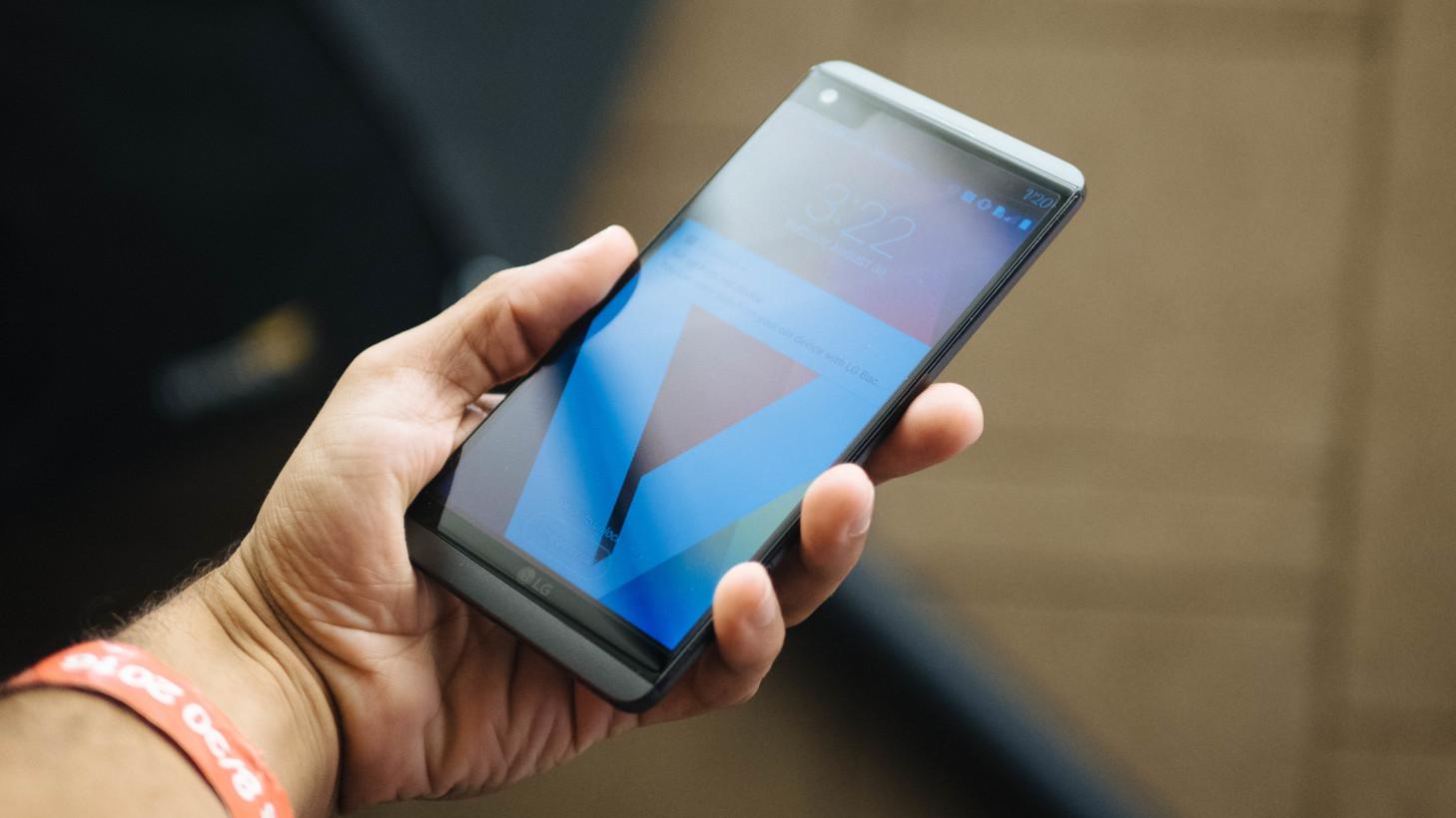 LG V34 không có pin rời như LG V20
