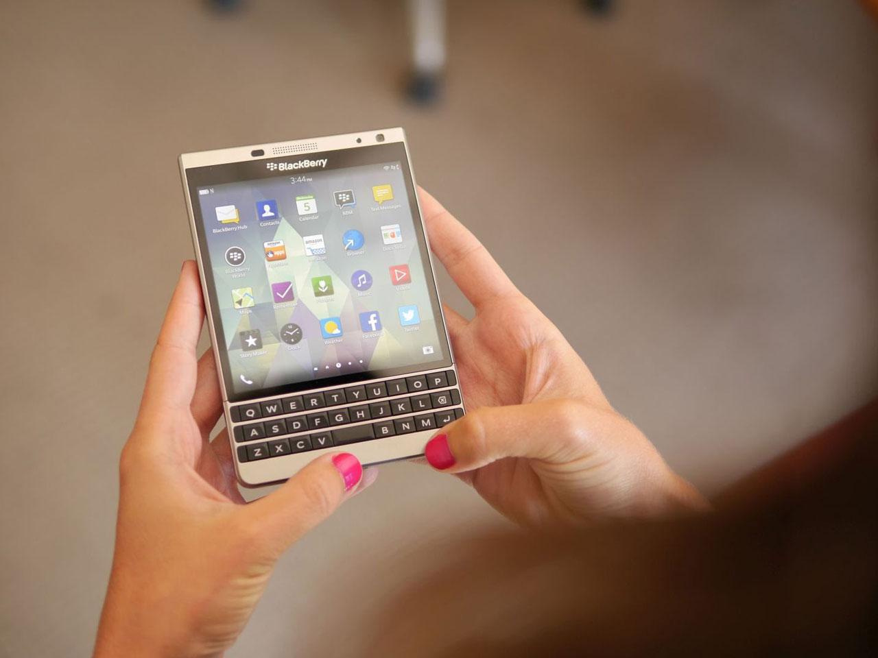 BlackBerry Passport Silver Edition chính hãng giảm đến 4,5 triệu đồng