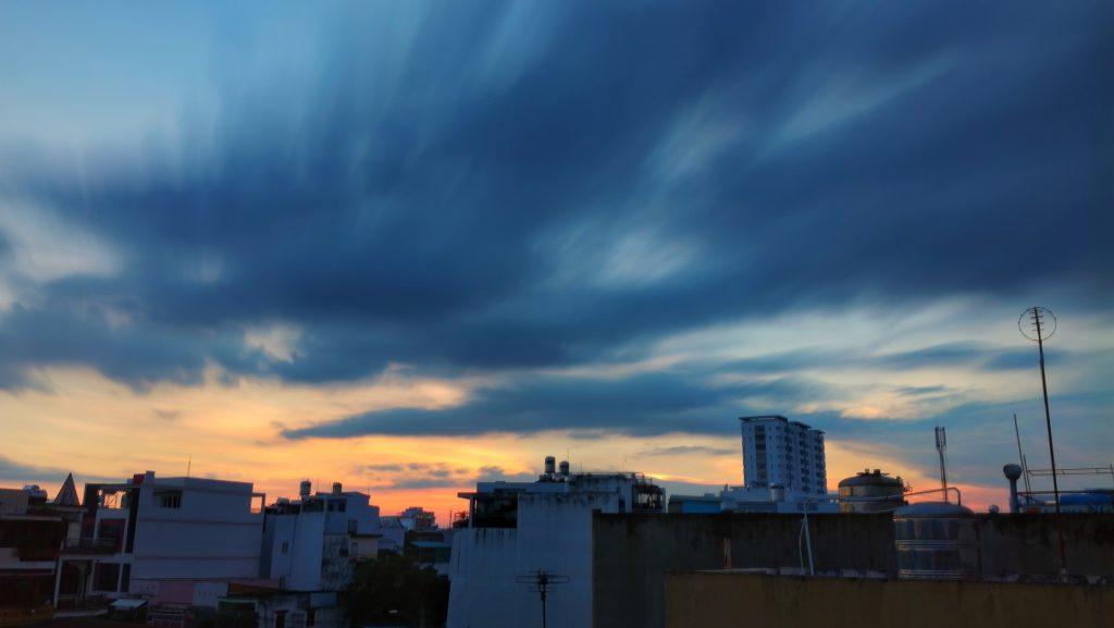 """Bạn cũng có thể áp dụng với mây khi thấy mây đang trôi. Tấm này mình cho máy """"phơi"""" gần 4 phút"""