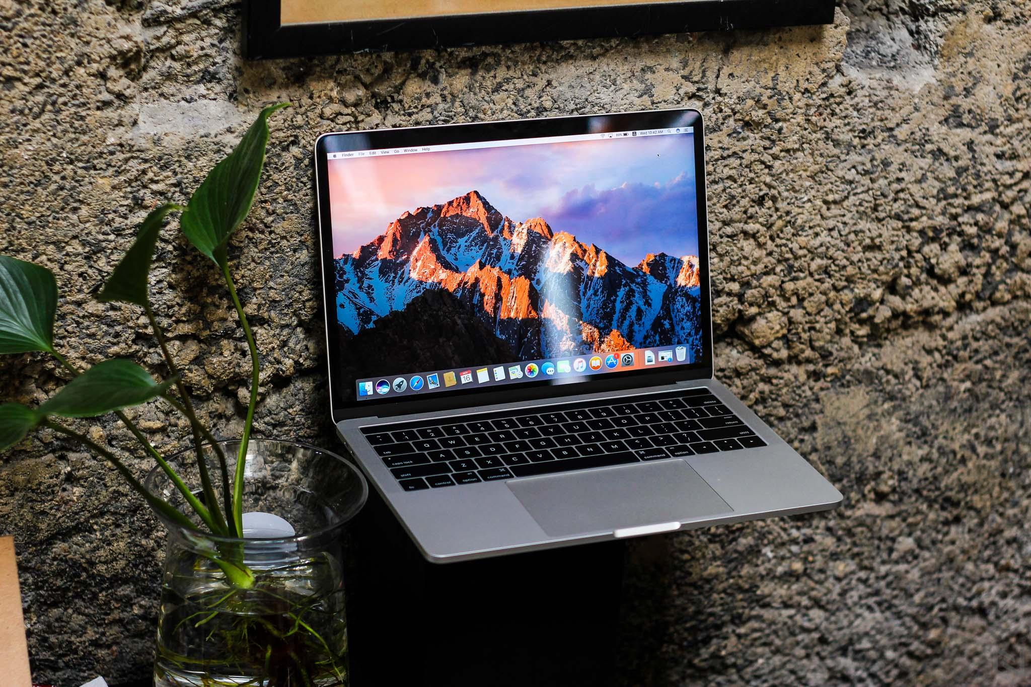 Trên tay MacBook Pro 2016 có TouchBar: Cảm ứng rất mượt mà