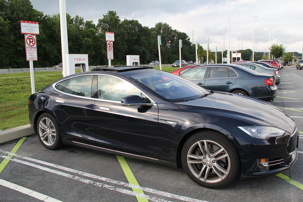 Elon Musk gợi ý Tesla sẽ chuẩn bị giới thiệu công nghệ sạc siêu nhanh thế hệ mới cho xe điện của hãng