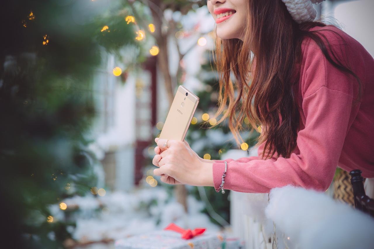 Infinix Hot S trong bộ ảnh đón Giáng sinh