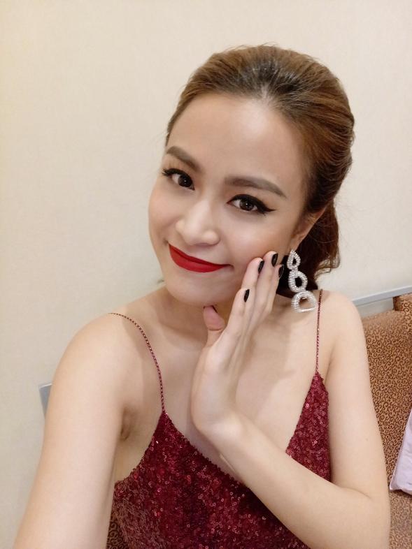 """[Hình ảnh] Hoàng Thuỳ Linh đẹp """"không góc chết"""" với camera Selfie Vivo V5"""