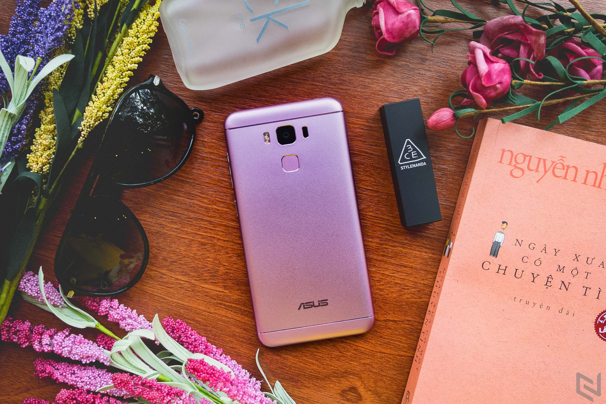 Bộ ảnh ASUS ZenFone 3 Max 5.5 inch màu hồng và vàng