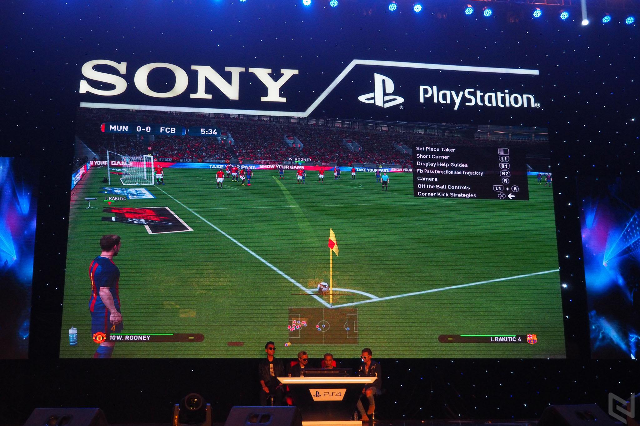 Phạm Anh Khoa thua đậm Hà Lê trong trận đấu PES tại Sony M.A.G Show
