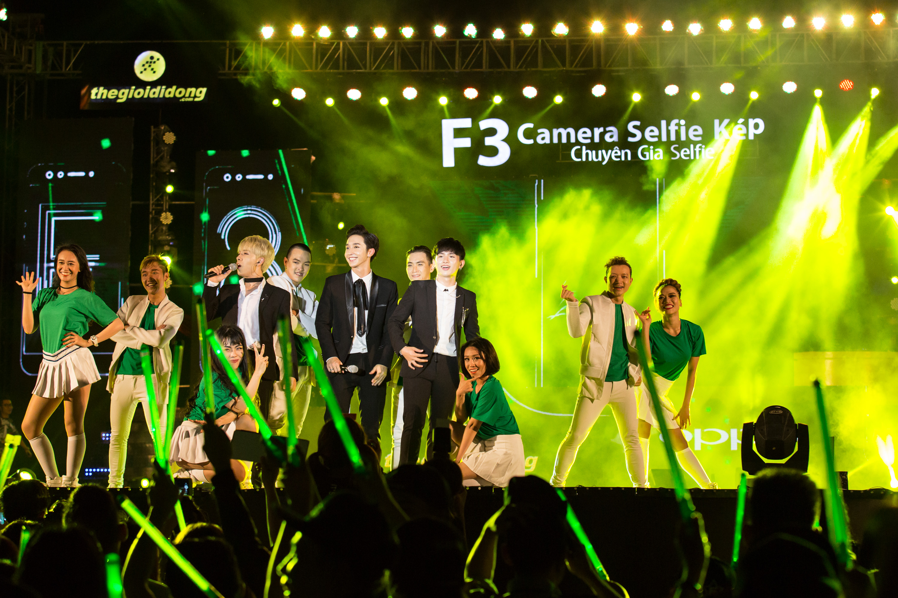 oppo f3 show - 3