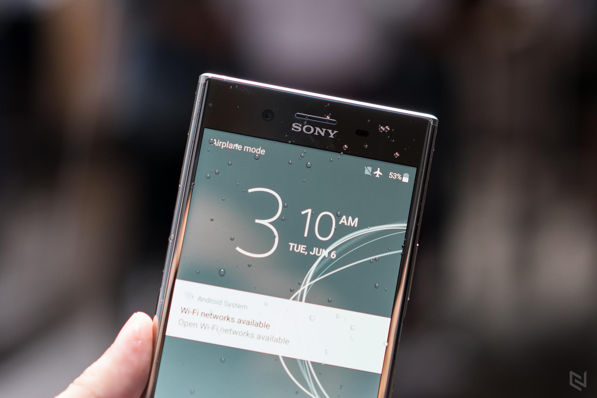 Cận cảnh Sony Xperia XZ Premium chính hãng với ưu đãi từ FPT Shop