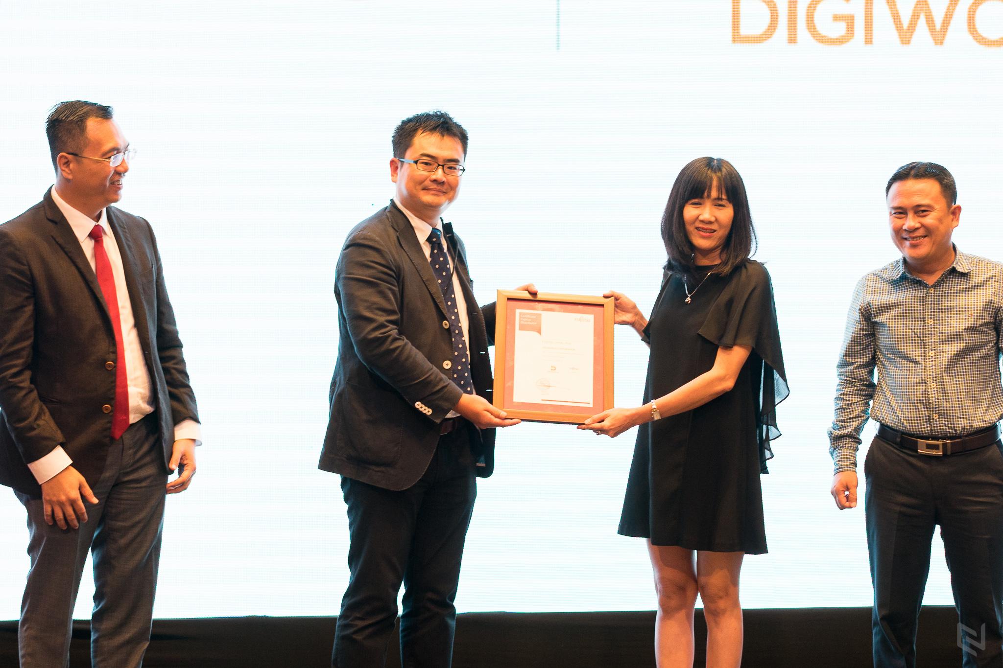 """Fujitsu công bố Công ty Cổ Phần Thế Giới Số (Digiworld Corporation – """"DGW"""") là đối tác chiến lược trong việc phân phối chính thức các sản phẩm máy tính xách tay tại thị trường Việt Nam."""