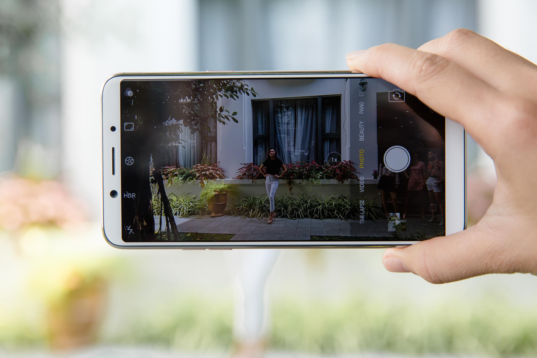 Rò rỉ thông tin và hình ảnh thật về OPPO F5 màn hình tràn viền