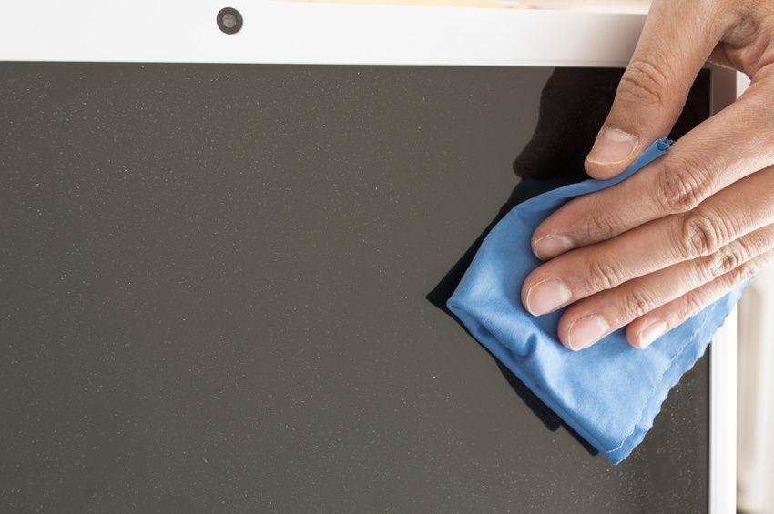 Vệ sinh màn hình laptop, dễ mà không dễ?