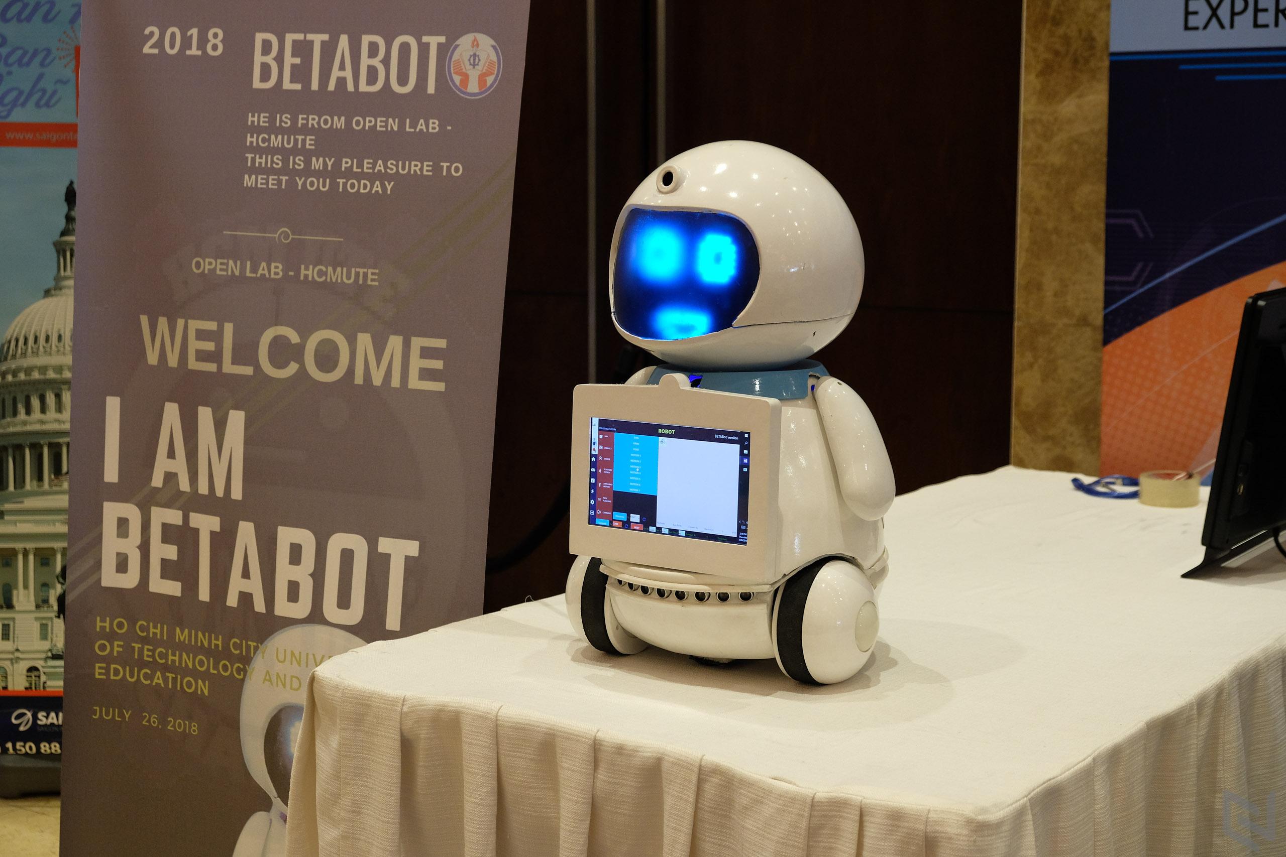 Kết quả hình ảnh cho service robot hcmute