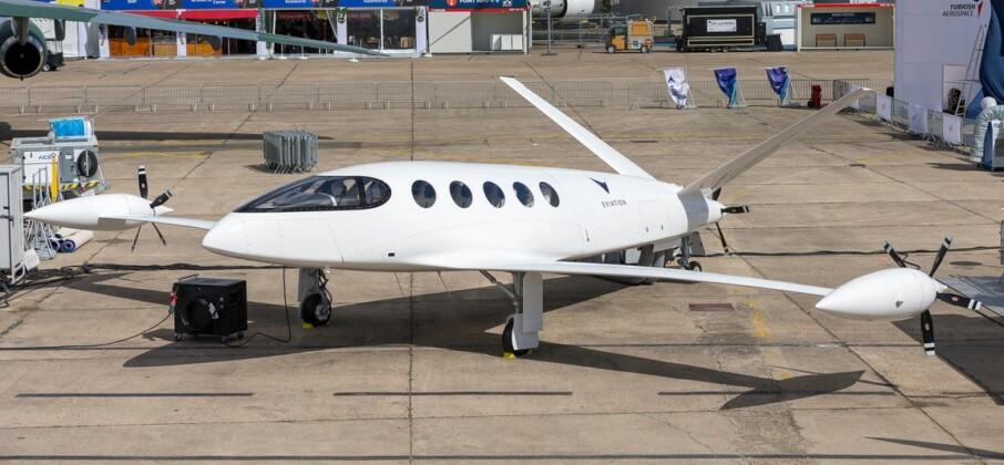 máy bay chạy bằng điện
