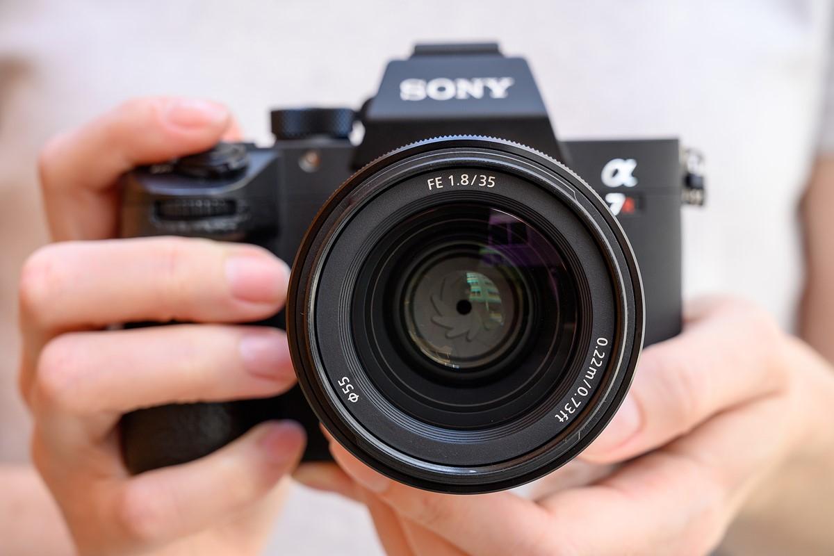 Sony ra mắt ống kính FE 35mm f/1 8 cho mirrorless full-frame