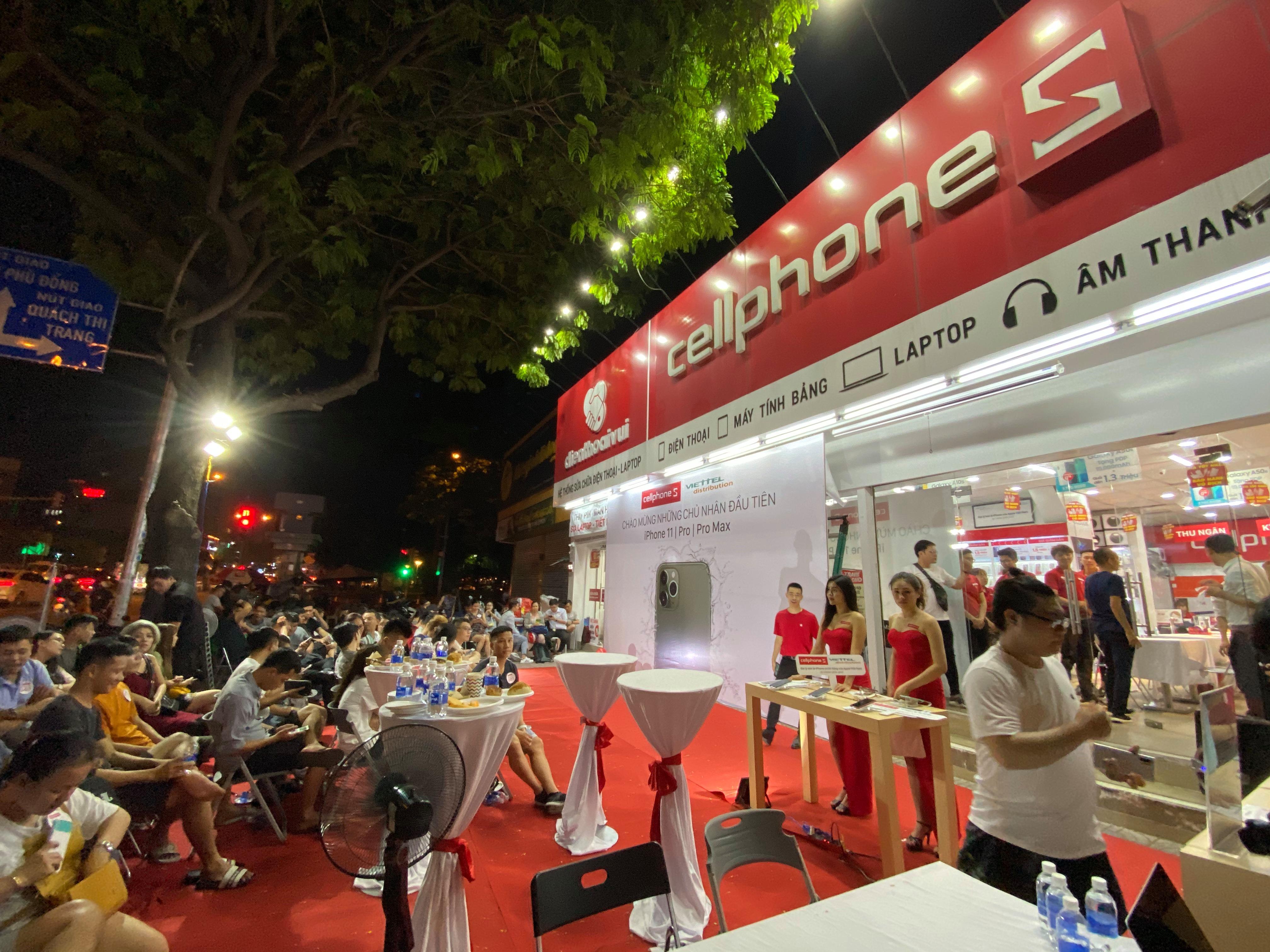 Cellphones mở bán iPhone 11 series chính hãng VN/A: Khách hàng được đập hộp lúc 0h sáng