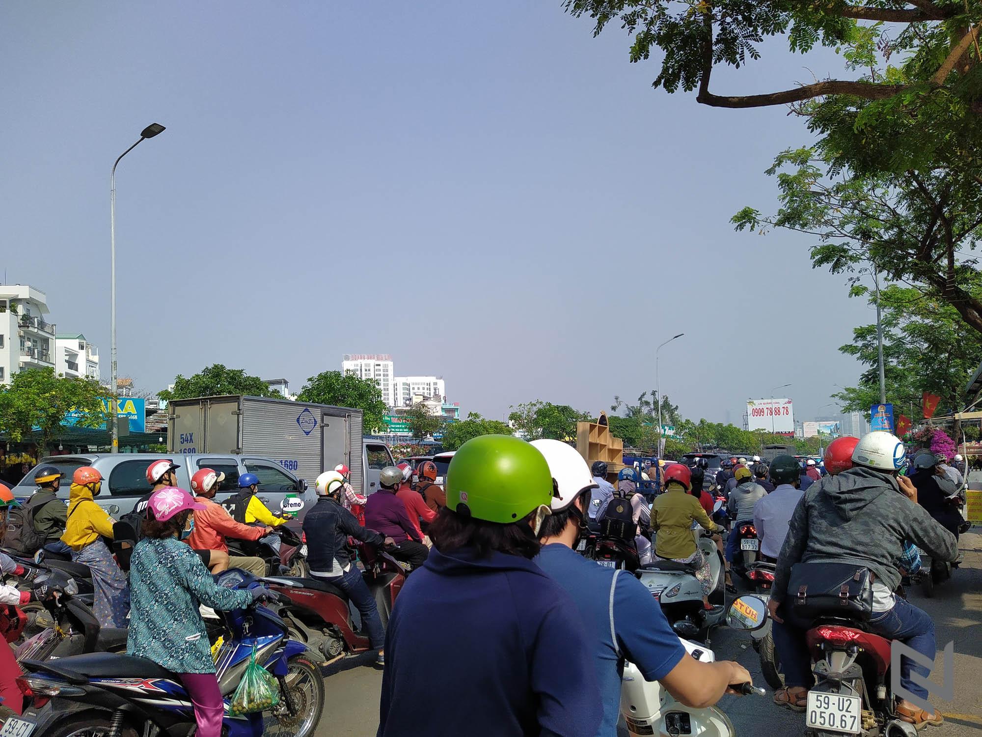Sài Gòn vắng lặng và bình yên ngày mùng 1 tết qua ống kính Nokia 7.2