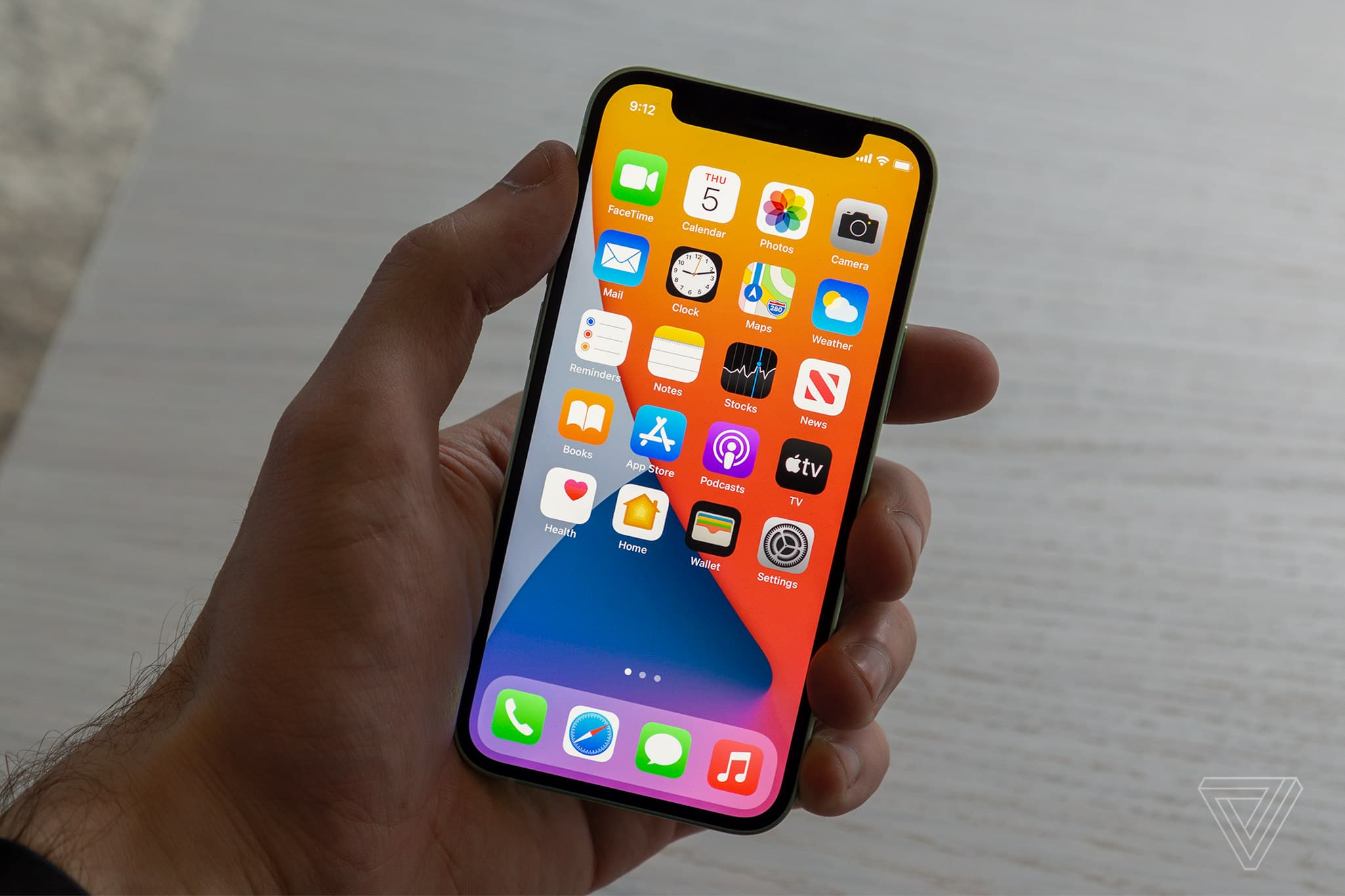 Bên trong iPhone 12 Mini có những linh kiện gì?