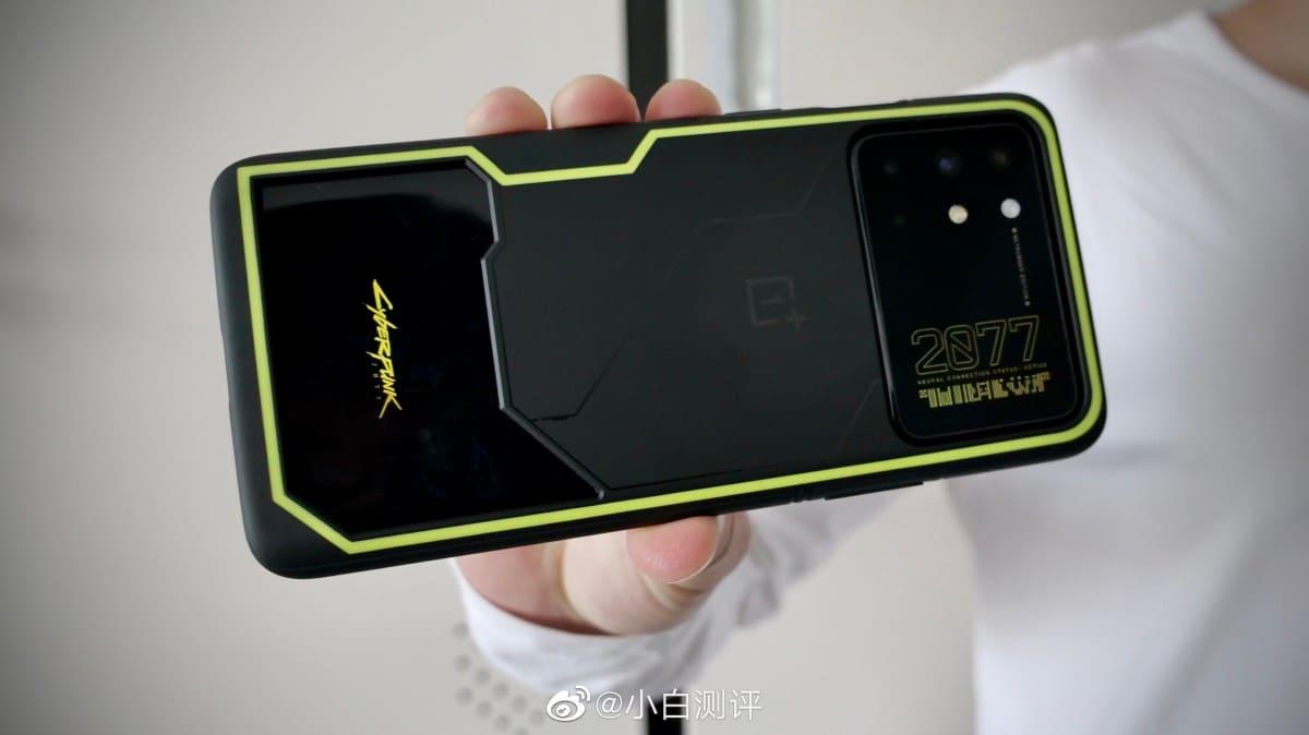 OnePlus ra mắt OnePlus 8T phiên bản Cyberpunk 2077 Edition
