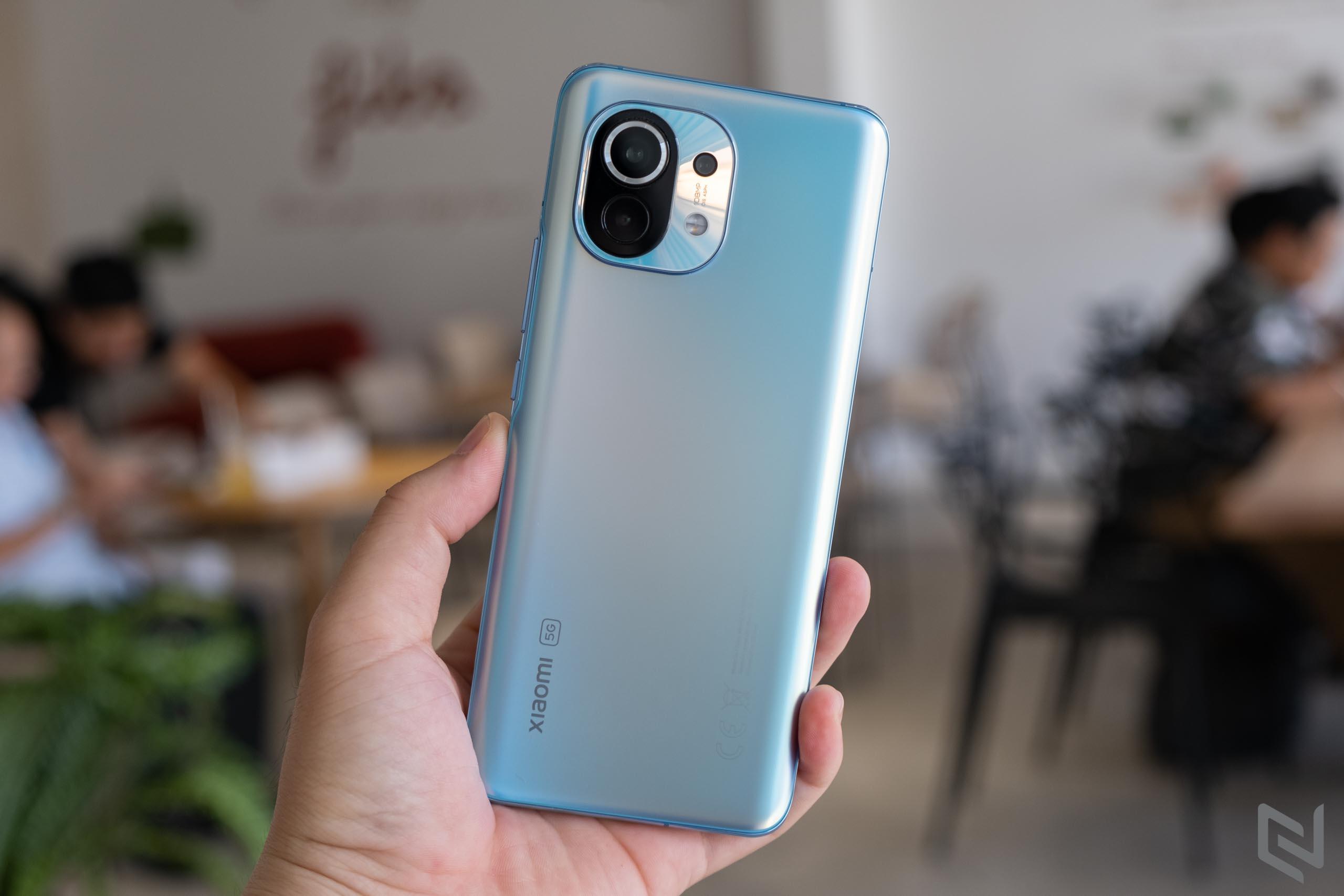 Trên tay Xiaomi Mi 11 màu Xanh Chân Trời vừa mới ra mắt tại Việt Nam