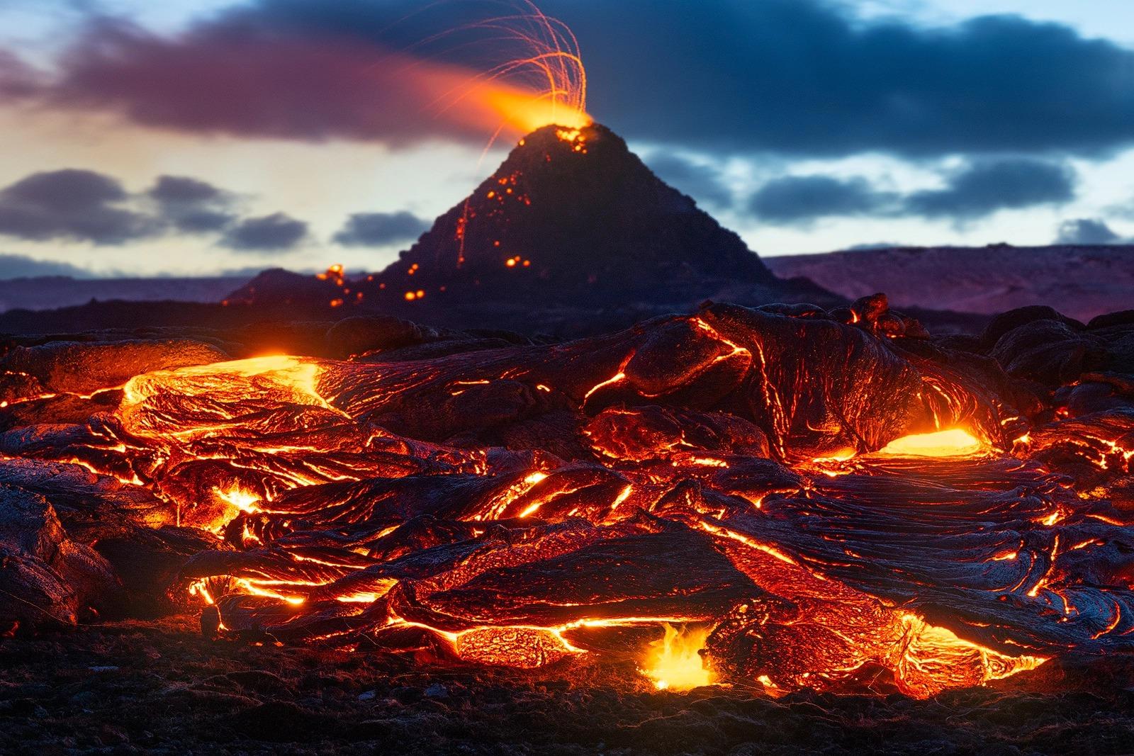 Cùng ngắm nhìn các thước phim tài liệu về một núi lửa tại Iceland phun trào cực kỳ ấn tượng
