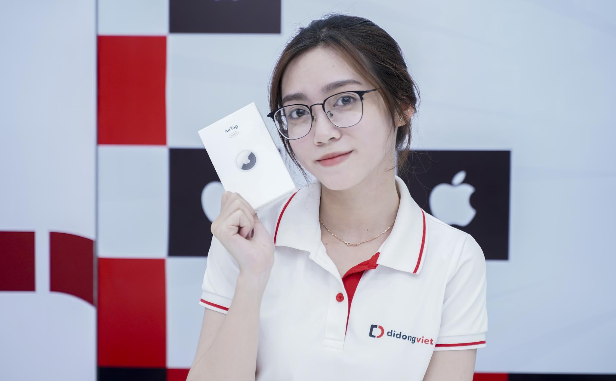 Những hình ảnh trên tay Apple AirTag đầu tiên. Đặt hàng trước tại Di Động Việt giá 790 ngàn